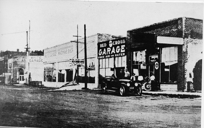 White's Garage was in downtown Williams in the early 1900s. (Williams Historic Photo Archive)
