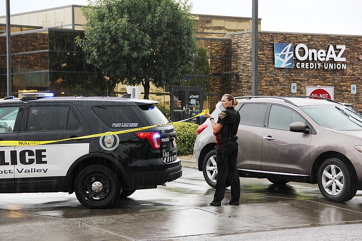 Prescott Valley police block off all entrances and exits to the OneAZ Credit Union in Prescott Valley Friday, July 13, 2018, following a report of a robbery. (Max Efrein/Courier)