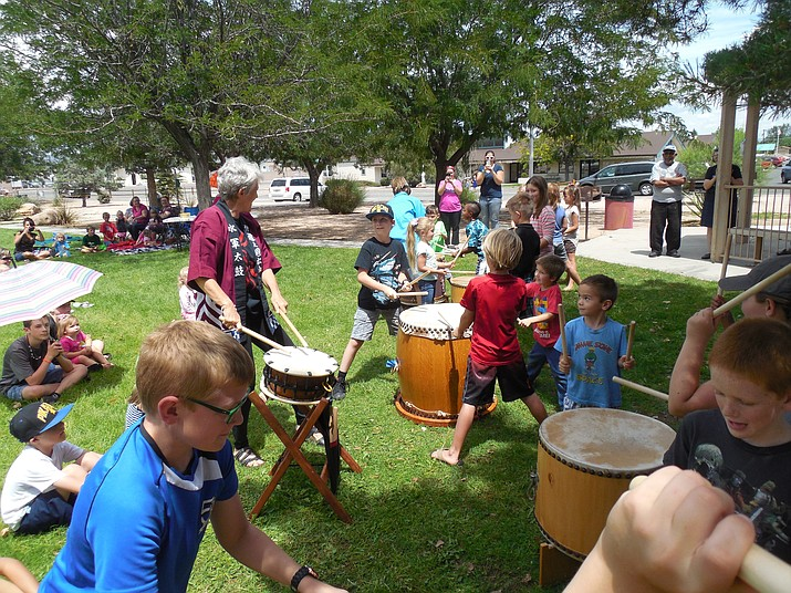 Eileen Morgan leads Japanese Taiko drumming at the 2017 Summer Reading Program finale at Memory Park. (Darlene Westcott/Courtesy)