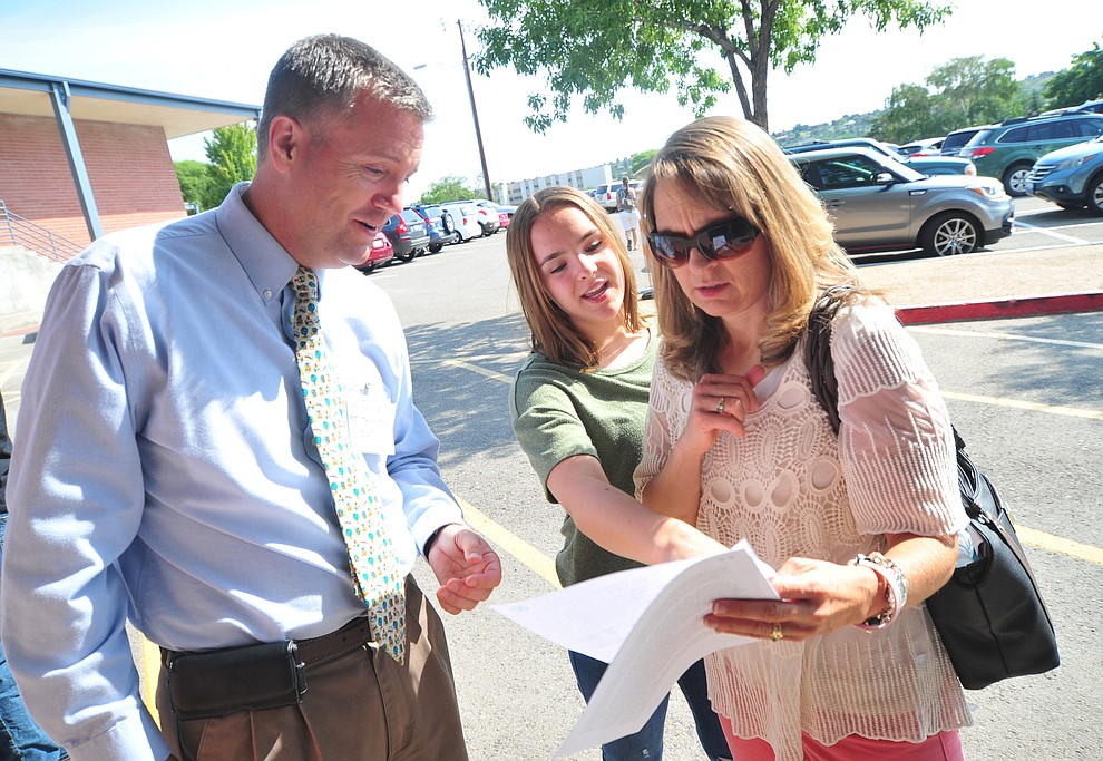 Assistant Principal Clark Tenney helps Kammi and Katy Kimball during freshman orientation at Prescott High School Tuesday, July 31, 2018. (Les Stukenberg/Courier)