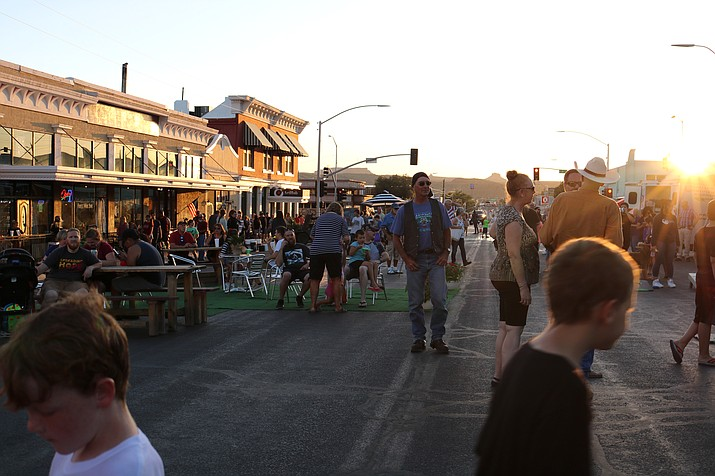 The people of Kingman enjoying First Friday at the sun started setting. (Photo by Vanessa Espinoza/ Daily Miner)