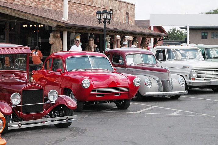 Cars line Route 66 at the 22nd annual Cool Country Cruise-In Aug. 10-12 in Williams. (Erin Ford/WGCN)