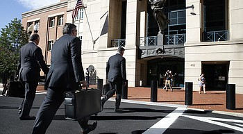 Manafort chooses not to testify as defense rests its case photo