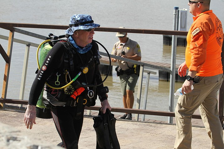 Divers from the Mohave County Sheriff's Department return to shore at Topock 66 on Tuesday. The divers have been searching since Saturday for the victims of a fatal Saturday boating accident near the location. (Photo by Brandon Messick/Today's News-Herald)