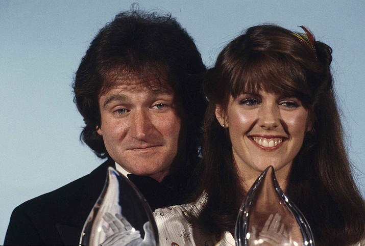"Robin Williams, left, and Pam Dawber, of ABC's TV show ""Mork & Mindy"" at shown at the Fifth Annual People's Choice Awards in Los Angeles, Calif., March 8, 1979. (Reed Saxon/AP Photo File)"