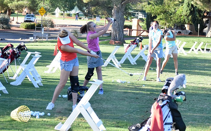 Mingus ladies golfers practice at Oakcreek Country Club on Tuesday. VVN/James Kelley