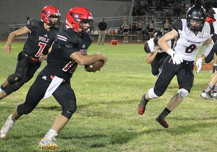 Lee Williams' Cameron Ott rushed for 106 yards and touchdown Friday night against Bradshaw Mountain. (Photo by Beau Bearden/Daily Miner)