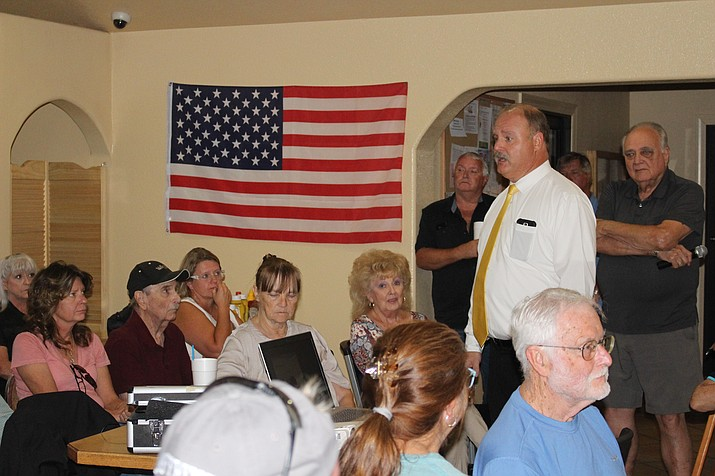 Wayne Eder, former fire chief of Northern Arizona Consolidated Fire District, speaks to a group of about 40 Valle Vista residents Monday about forming their own fire district. (Photo by Hubble Ray Smith/Daily Miner)
