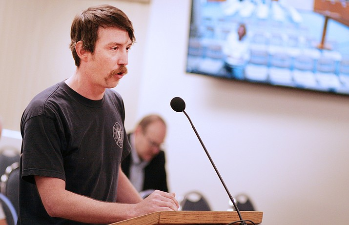 Phoenix firefighter and former Camp Verde resident Jonathan Hall tells the Yavapai County Board of Supervisors that he supports the proposed ordinance to ban texting while driving. VVN/Bill Helm