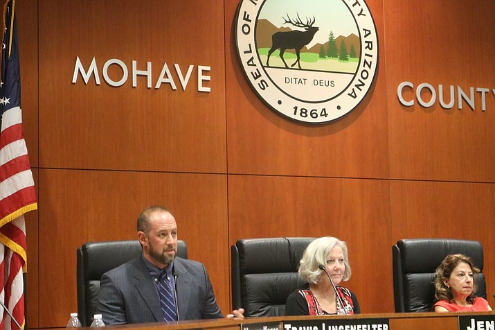 Councilman Travis Lingenfelter speaks in support of Vice Mayor Jen Miles' (right) request for Council to postpone acquiring two right-of-ways for the Rancho Santa Fe interchange project until the second meeting in November. (Photo by Travis Rains/Daily Miner)