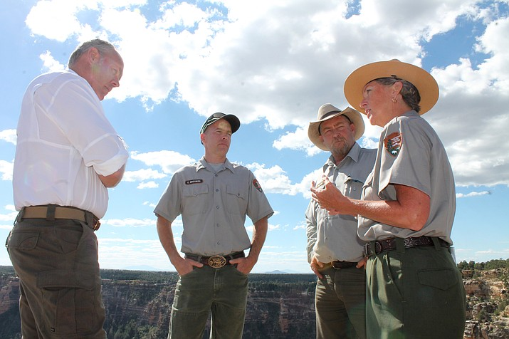 Interior Secretary Ryan Zinke talks with Grand Canyon Superintendent Chris Lehnertz and two members of the trails crew about staffing concerns. (Erin Ford/WGCN)