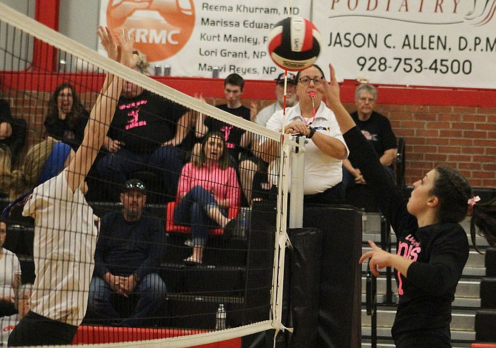 Ashley Sahawneh and the Lady Vols hadn't tallied a sweep since Sept. 6 against Coconino. Lee Williams put an end to that streak Tuesday night in a 3-0 win over Buckeye. (Photo by Beau Bearden/Daily Miner)