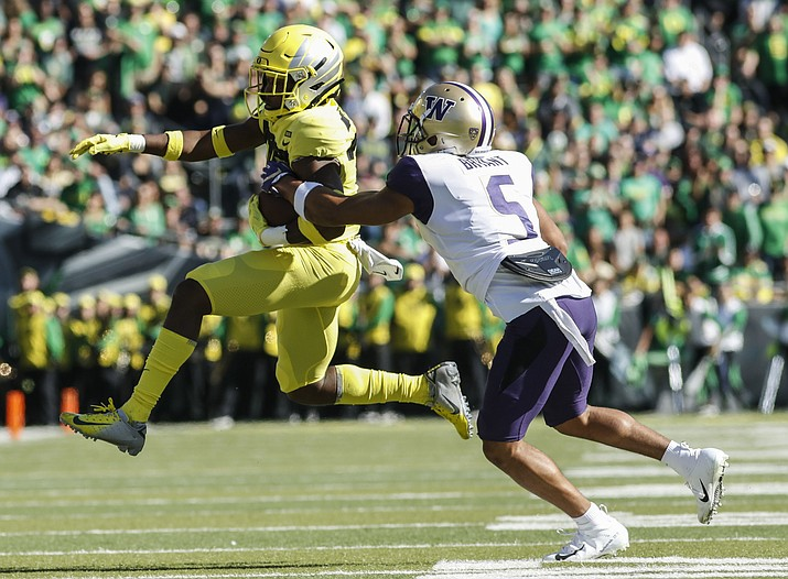 Oregon wide receiver Jaylon Redd (30), outruns Washington defensive back Myles Bryant (5), during an NCAA college football game in Eugene, Ore., Saturday, Oct. 13, 2018. (Thomas Boyd/AP)
