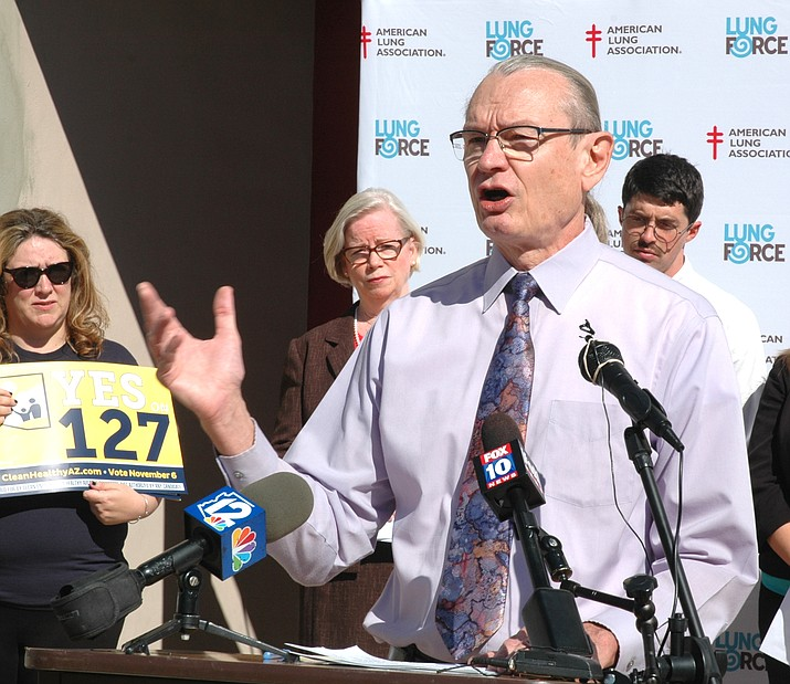 Dr. Bob England, former director of the Maricopa County Health Department, explains Tuesday, Oct. 9, 2018, why he believes air quality will be better if voters approve Proposition 127. (Howard Fischer/Capitol Media Services)