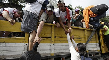 Migrants moving again in Guatemala; Trump targets Democrats photo