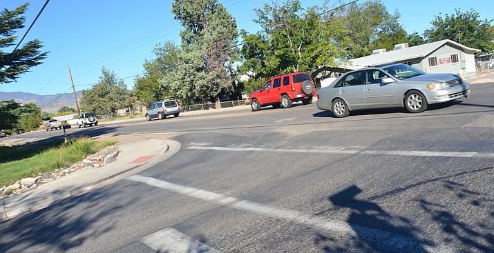 "Cottonwood will move forward with Mingus Avenue construction along 12th Street with ""bulb-outs"" to shorten pedestrian crossing. According to city staff, reconstruction of Mingus Avenue along this intersection is ""overdue."" VVN/Vyto Starinskas"