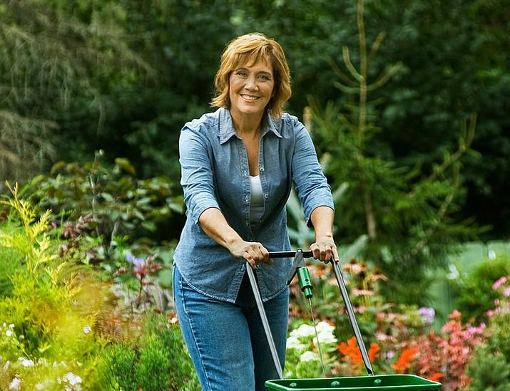 Melinda Myers Fertilizing with a Spreader