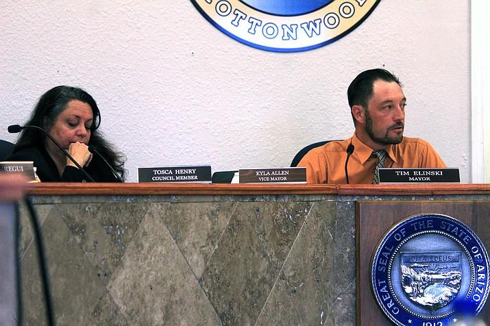 Cottonwood Vice Mayor Kyla Allen, left and Cottonwood Mayor Tim Elinski during a special meeting Friday. VVN/Kelcie Grega