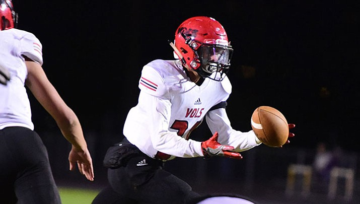 Lee Williams running back Donnie Simms rushed for 71 yards Friday night at Prescott. (Photo by Les Stukenberg/Daily Courier)