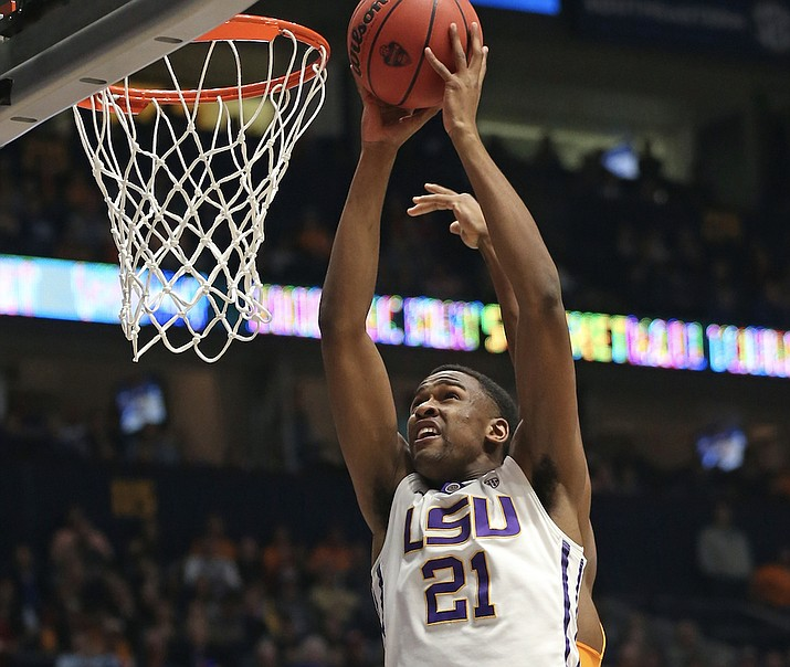 Aaron Epps (21) goes to the basket against Tennessee on March 11, 2016, in Nashville, Tenn. Epps, a former LSU standout, was selected with the No. 6 overall pick of the NBA G League Draft by the Northern Arizona Suns on Saturday, Oct. 20, 2018. (John Bazemore/AP, file)