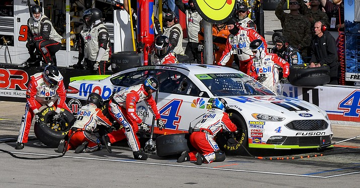Kevin Harvick's pit crew services his car during a NASCAR Cup auto race at Texas Motor Speedway, Sunday, Nov. 4, 2018, in Fort Worth, Texas. (Larry Papke/AP)