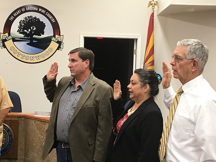 Michael Mathews, Kyla Allen and Doug Hulse are sworn into Cottonwood City Council Wednesday as outgoing members Linda Norman and Karen Pfeifer are honored for decades of service. VVN/Vyto Starinskas