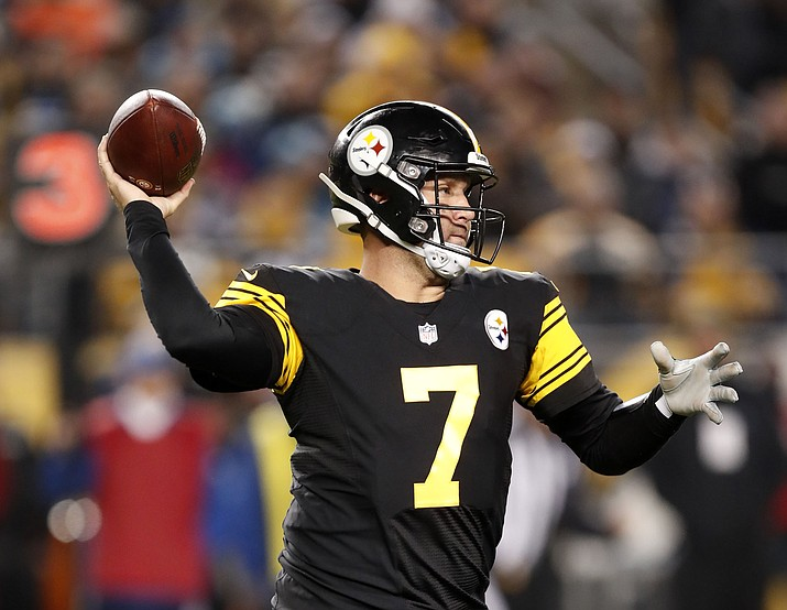 Pittsburgh Steelers quarterback Ben Roethlisberger throws a pass during the first half against the Carolina Panthers in Pittsburgh, Thursday, Nov. 8, 2018. Pittsburgh won 52-31. (Keith Srakocic/AP)