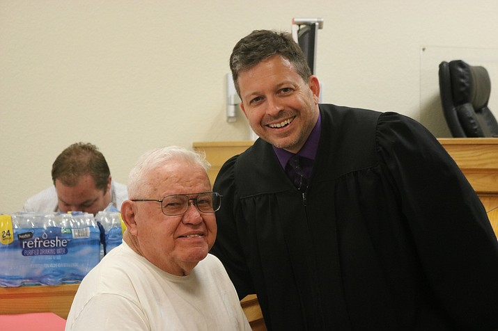 Ronald Kuhr and Kingman Municipal Court Judge Jeffrey Singer. Kuhr is one of four veterans to graduate Nov. 7. (Photo by Travis Rains/Daily Miner)