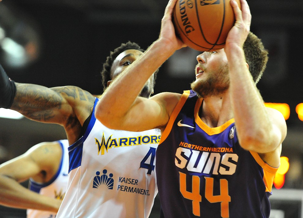 Northern Arizona's Eric Stuteville goes hard to the hoop as the Suns play the Santa Cruz Warriors Tuesday, Nov. 13, 2018 at the Prescott Valley Event Center.  (Les Stukenberg/Courier).