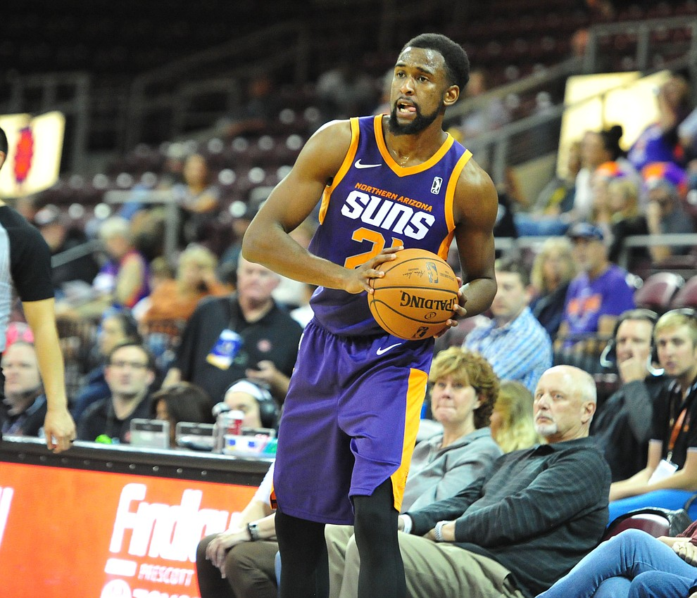 Northern Arizona's Aaron Epps looks to pass as the Suns play the Santa Cruz Warriors  Tuesday, Nov. 13, 2018 at the Prescott Valley Event Center.  (Les Stukenberg/Courier).