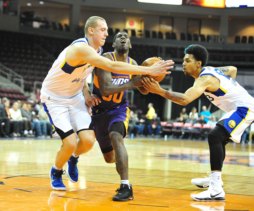 Northern Arizona's Jawun Evans cuts between defenders and draws a foul as the Suns play the Santa Cruz Warriors  Tuesday, Nov. 13, 2018 at the Prescott Valley Event Center.  (Les Stukenberg/Courier).