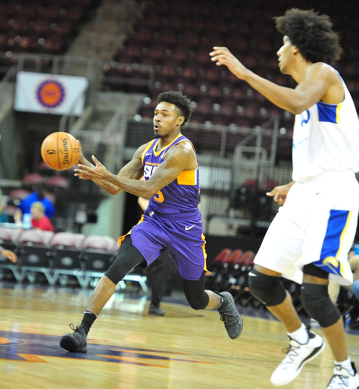 Northern Arizona's Daxter Miles Jr. passes the ball as the Suns play the Santa Cruz Warriors  Tuesday, Nov. 13, 2018 at the Prescott Valley Event Center.  (Les Stukenberg/Courier).