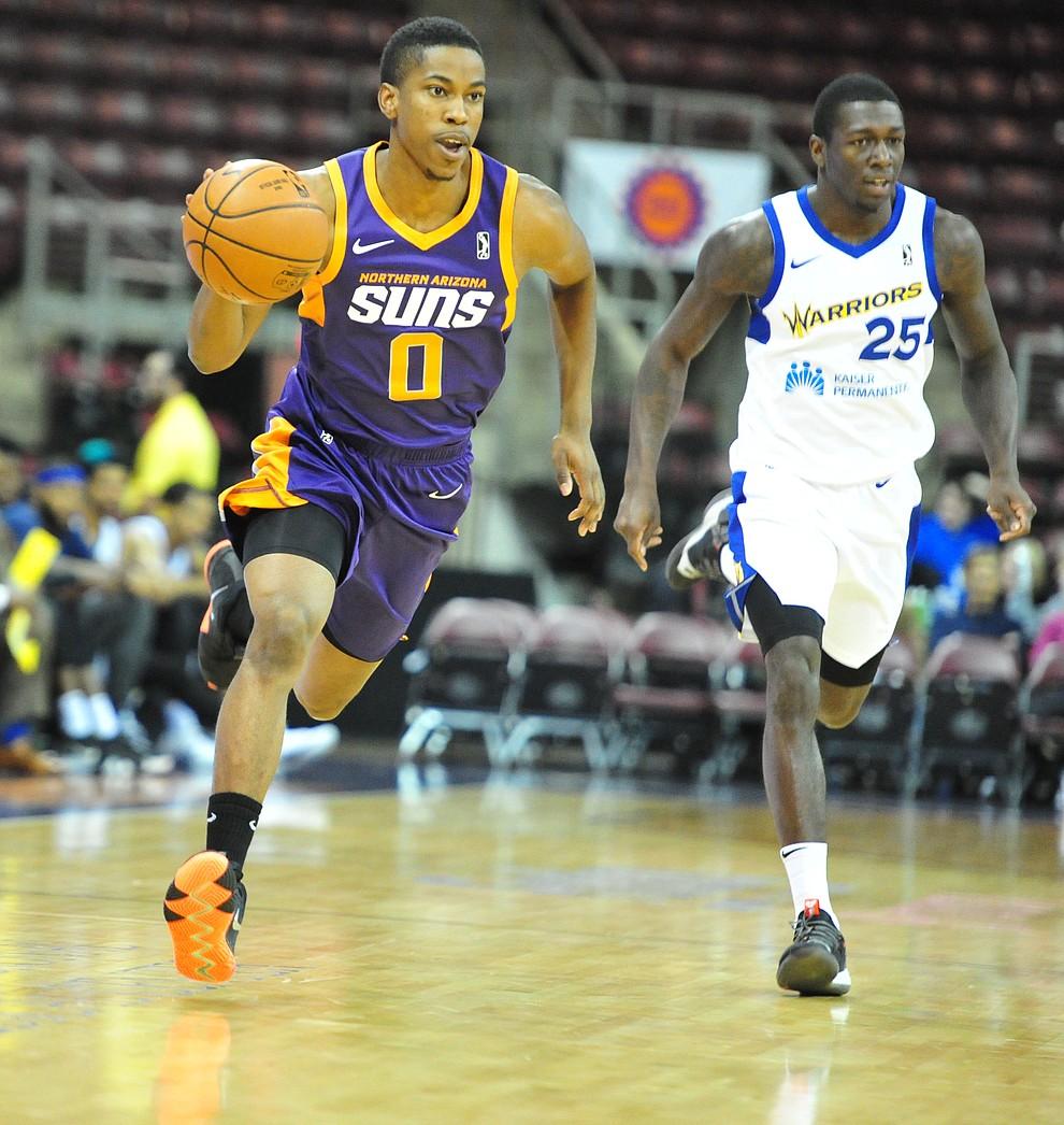 Northern Arizona's Daniel Dixon brings the ball upcourt as the Suns play the Santa Cruz Warriors  Tuesday, Nov. 13, 2018 at the Prescott Valley Event Center.  (Les Stukenberg/Courier).