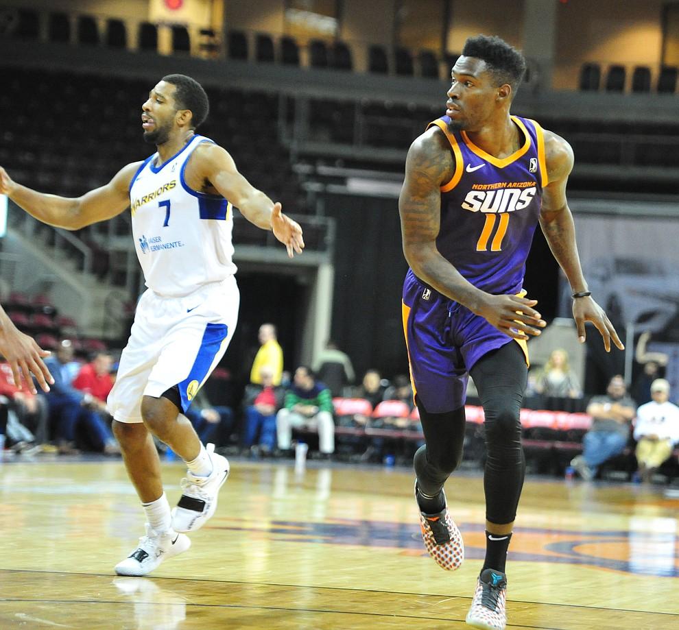 Northern Arizona's Derek Cooke Jr. looks for a pass as the Suns play the Santa Cruz Warriors  Tuesday, Nov. 13, 2018 at the Prescott Valley Event Center.  (Les Stukenberg/Courier).