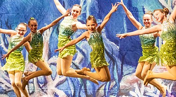 All Starz dancers give audience an 'under the sea' thriller photo