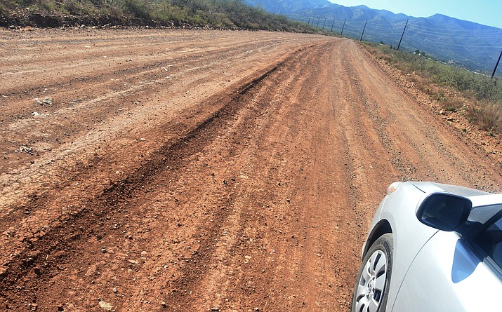 This photo shows the one-mile dirt stretch of Ogden Ranch Road that Yavapai County would like to pave. VVN/Vyto Starinskas