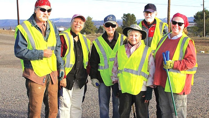 Verde Village volunteers clean 2 miles of Highway 260