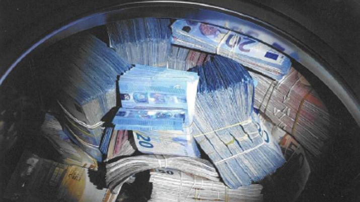 According to police, officers were checking a house in western Amsterdam for unregistered residents when they found 350,000 euros ($400,000) hidden inside a washing machine. A suspect have been arrested on suspicion money laundering. (Politie.nl)