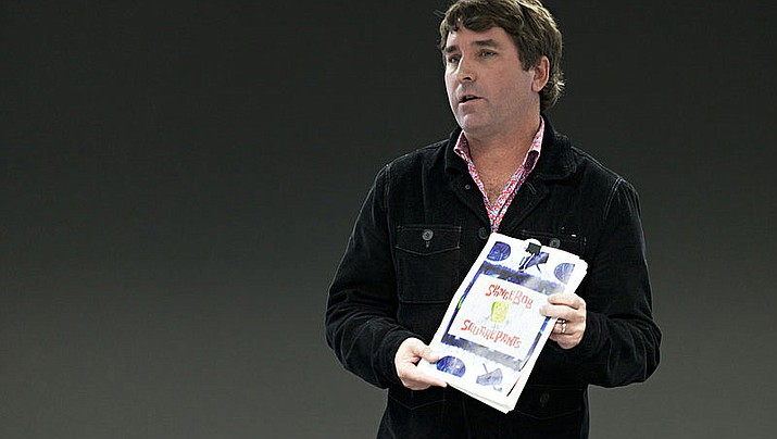 Stephen Hillenburg, holding the SpongeBob SquarePants bible, in 2011. (Photo by Carlos Cazurro Burgos, cc-by-sa-3.0, https://bit.ly/2Rkj3EA)