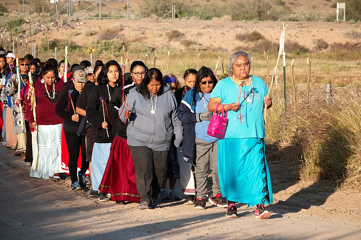 Rebecca Moffett leads women out of the Aji Mountain campsite as they embark on the second of their two-day run across the Gila River Indian Community. (Photo by Carly Henry/Cronkite News)