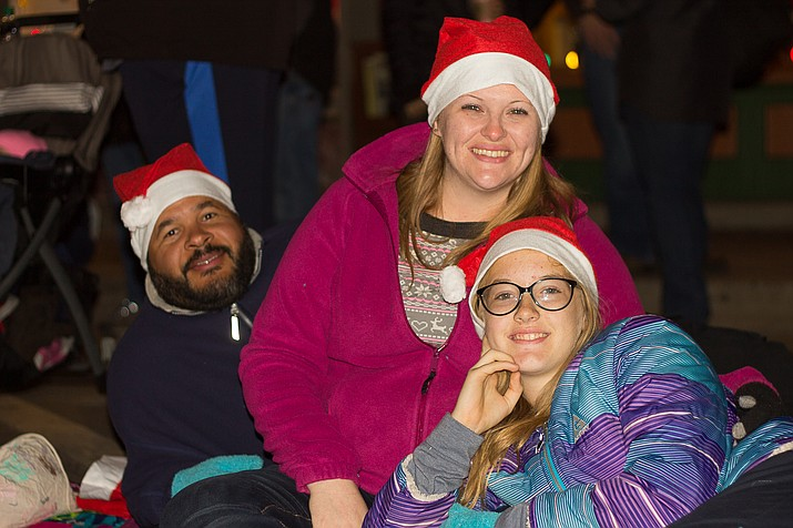 Parade attendees wear Christmas hats. (Wendy Howell/WGCN)