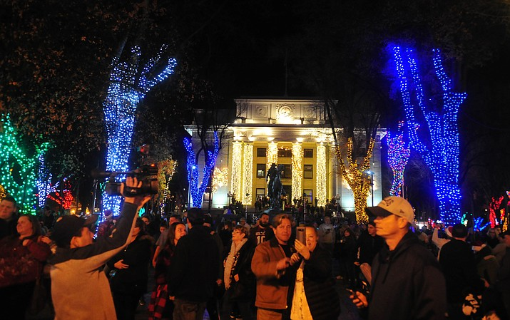 Large crowds were thrilled by the annual Courthouse Lighting in downtown Prescott. (Les Stukenberg/Courier)