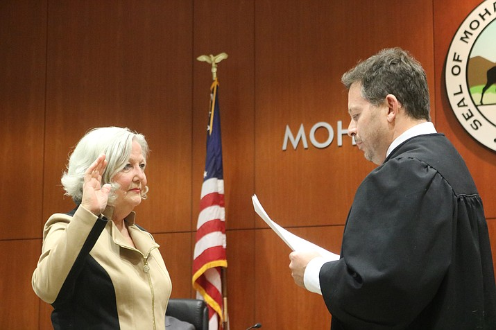 Judge Jeffrey Singer administered the oath of office to Mayor Jen Miles and incoming councilmembers before the start of Tuesday's Council meeting. (Photo by Travis Rains/Daily Miner)