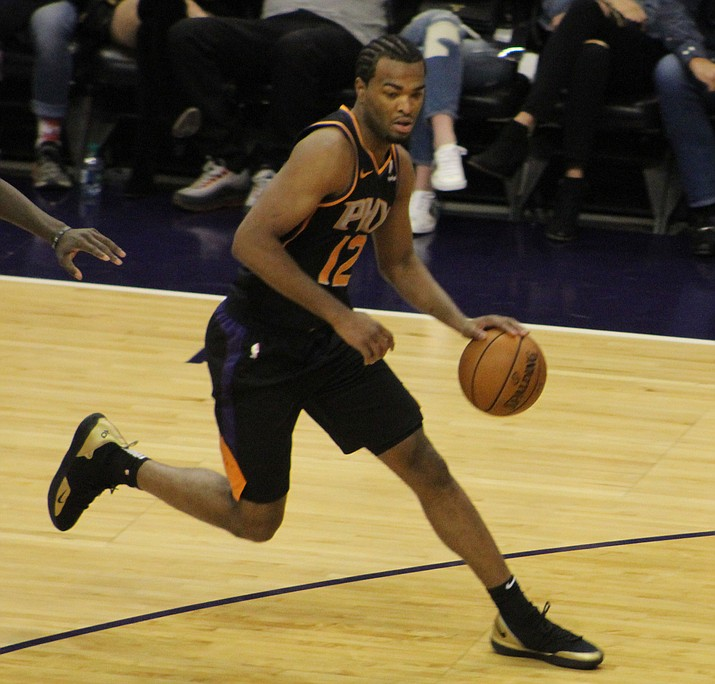 T.J. Warren paced the Suns with 23 points Tuesday night in a 111-86 setback to the Spurs. (Daily Miner photo)