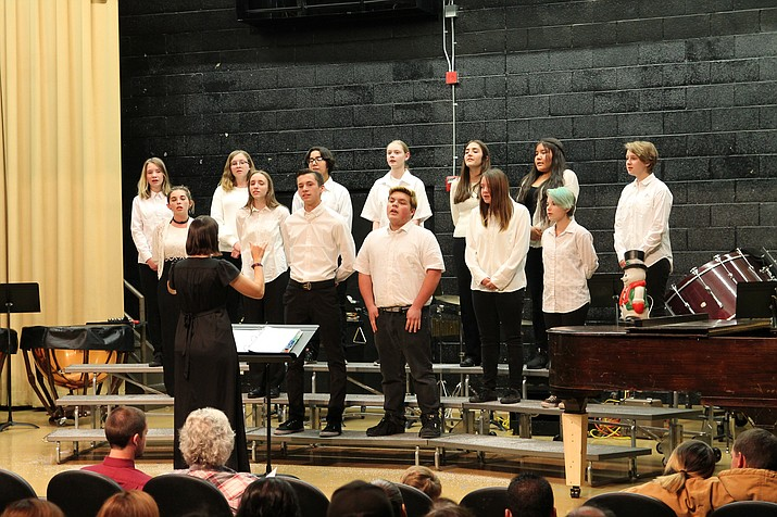 Williams Unified School District band and choir members perform at the holiday concert Dec. 5. (Erin Ford/WGCN)