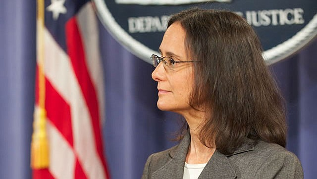 Illinois Attorney General Lisa Madigan in a briefing about a Wells Fargo lawsuit in 2012. (Public Domain)