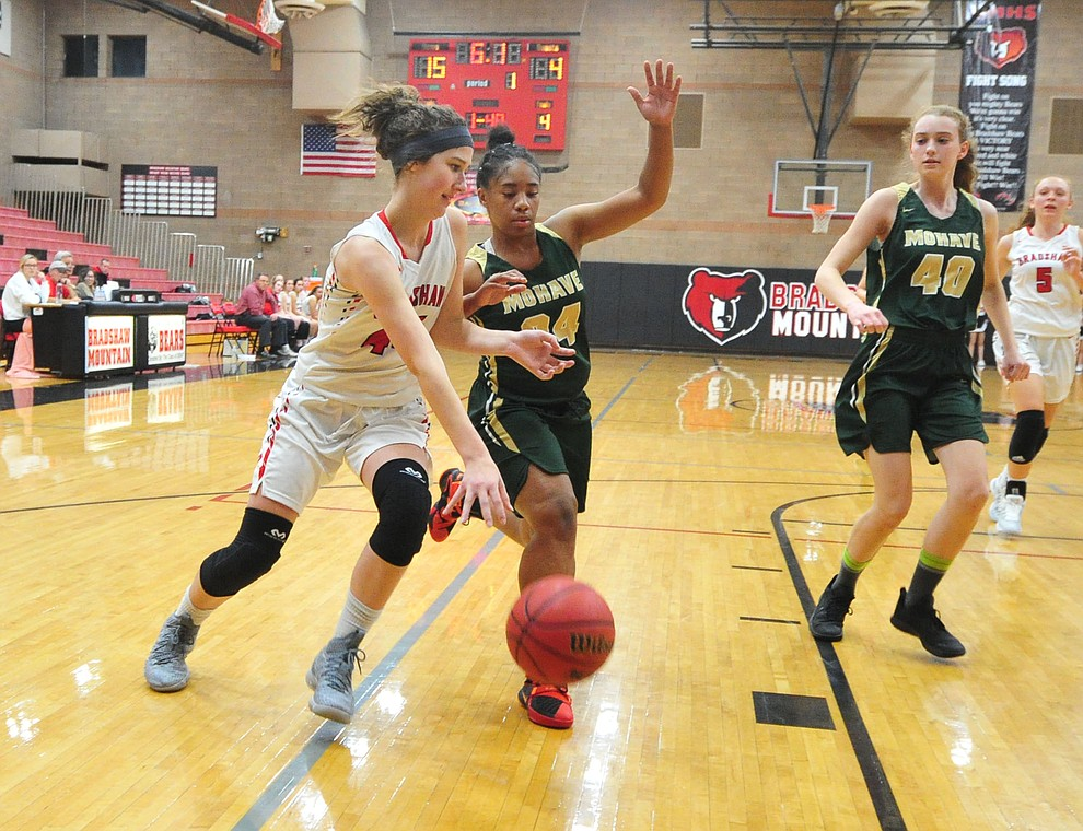 Bradshaw Mountain's Kacie Clinton drives to the basket as the Bears host the Mohave Thunderbirds in a basketball matchup Friday night in Prescott Valley. (Les Stukenberg/Courier).