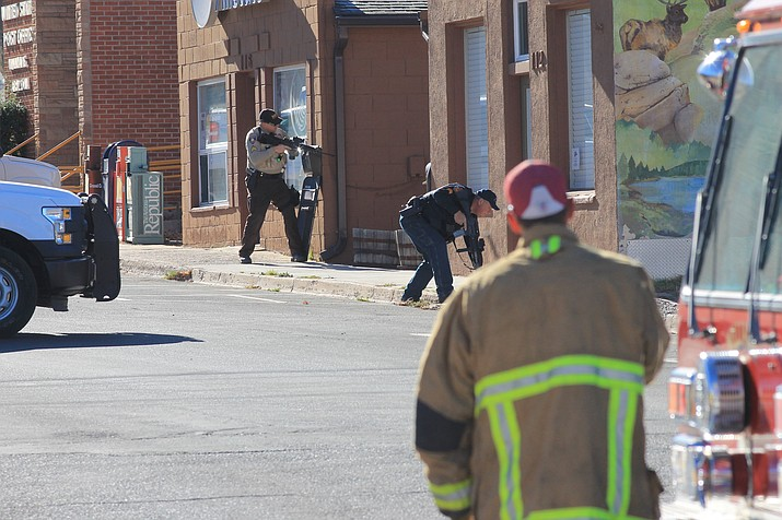 Williams police and firefighters respond to a suicidal subject in Williams Nov. 28, 2017. (Wendy Howell/WGCN)