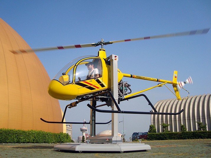 A demonstration of the helicopter trainer. (Photo provided by Sentidos Design, CC 3.0 license http://ow.ly/ukGZ30n65NY )