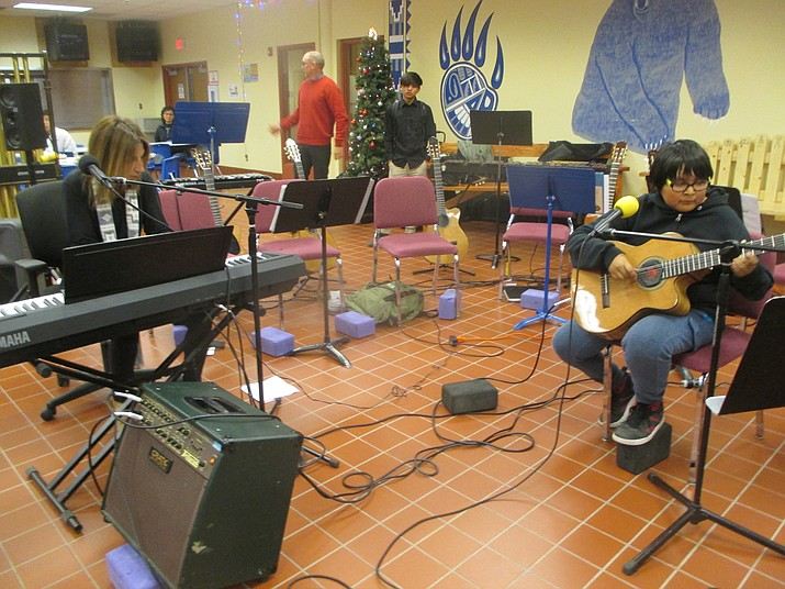 Deanna Bogart performs a duet with Hopi Junior High music student David Nelson at Hopi High School. (Stan Bindell/NHO)